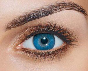 Корректирующая и цветная линза на одном глазу