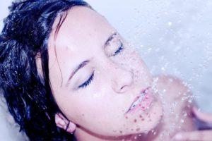 Водные процедуры в контактных линзах