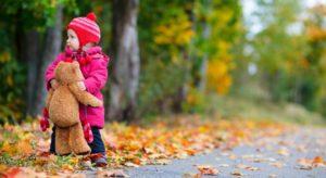 Можно ли гулять с ребенком, у которого ячмень