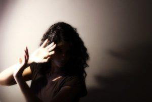 Боязнь света - признак какого заболевания