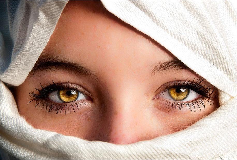 желтые глаза у людей фото ионическими