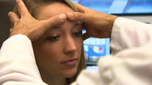 Боль в области брови над глазом при надавливании и без