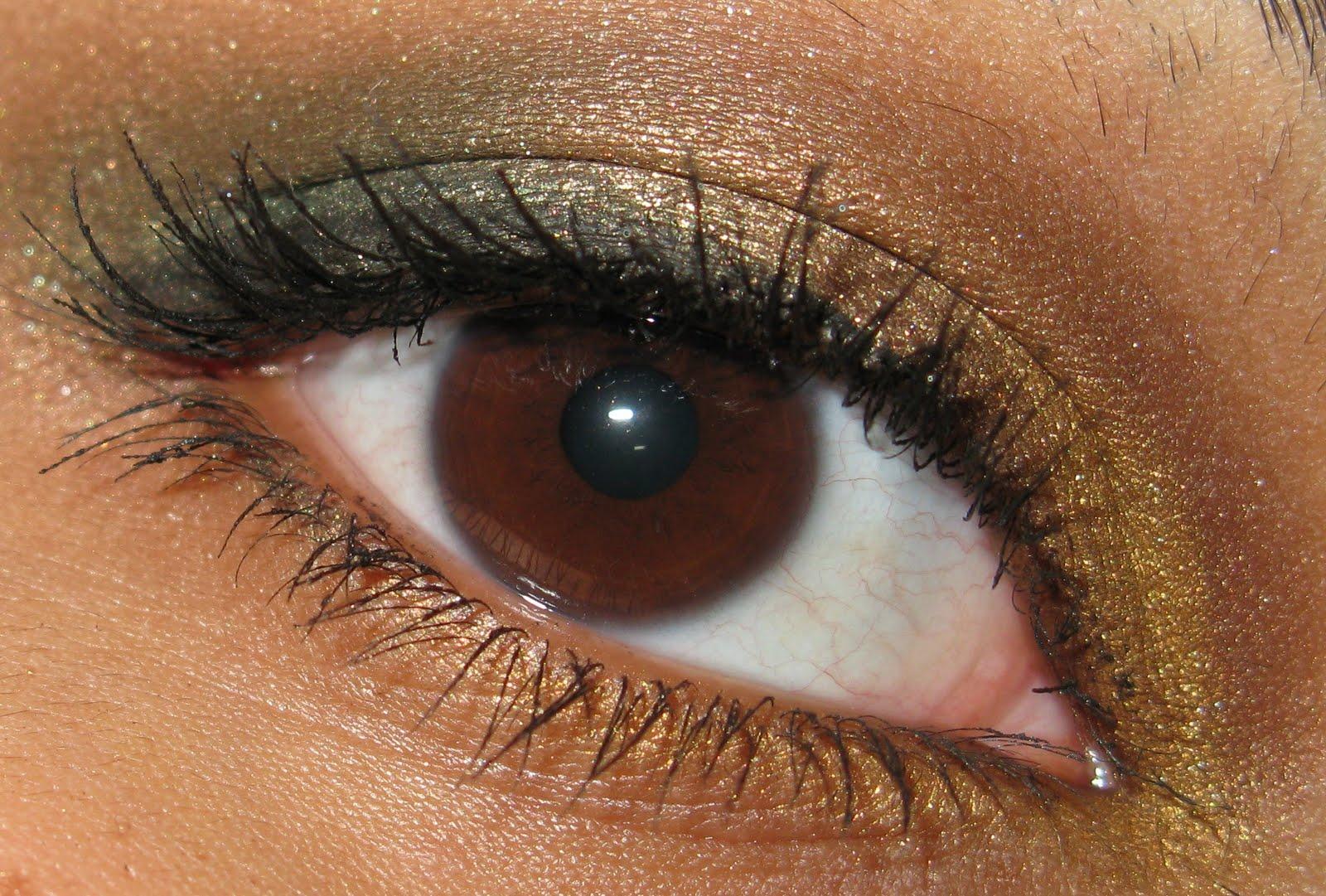 фото янтарных глаз отличается