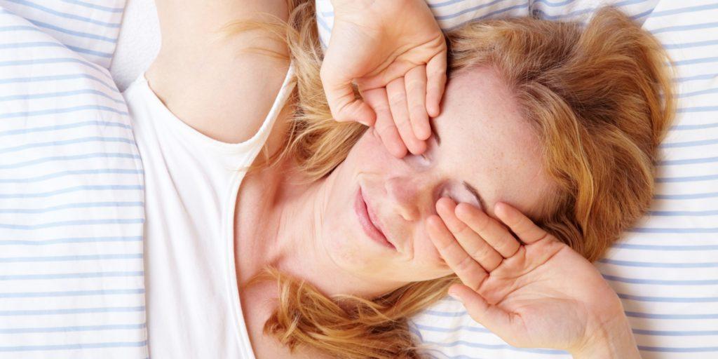 Почему больно открывать глаза после сна