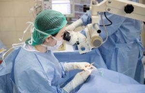 Как делают замену хрусталика при катаракте
