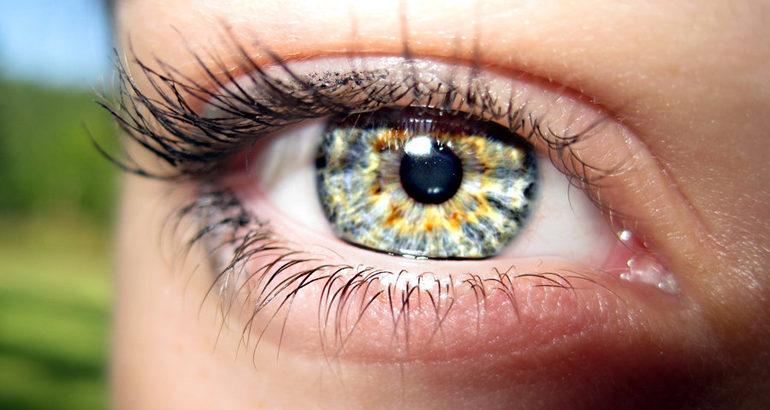 Зрение после замены хрусталика, реабилитация после операции, осложнения