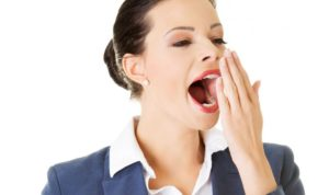 Почему слезятся глаза, когда зеваешь
