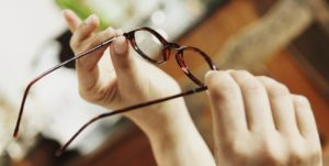 Распространенные ошибки неверного ухода за очками