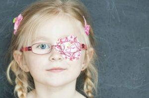 Перекрытие здорового органа зрения