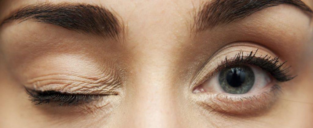 Причины тика правого глаза