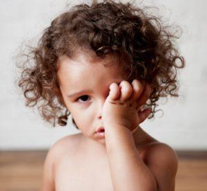 Комаровский о постоянном трении глаз у детей