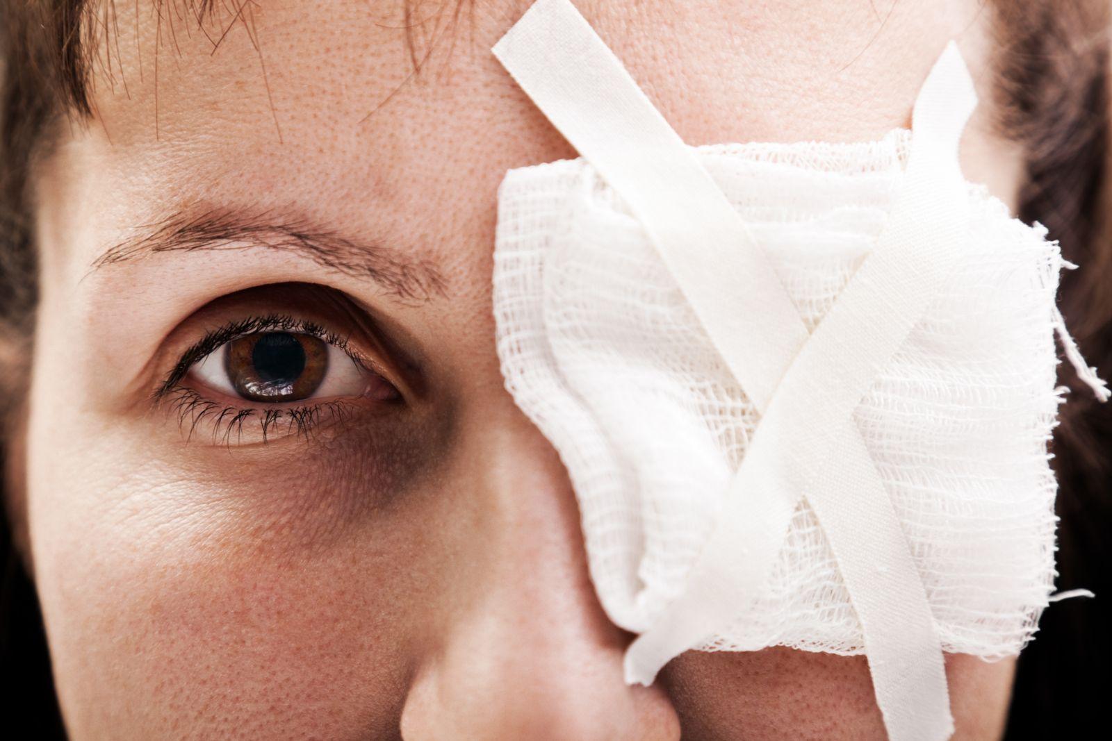 Первая помощь при ранении глаз и век