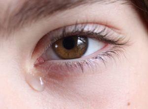 слезоточивость глаз при ношении линз